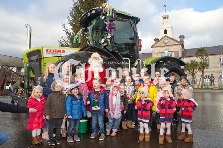B21-27-12-18 Tractor Santa