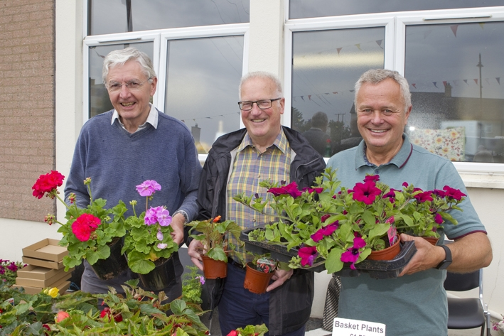 978a9805-b71-6-6-19-2nd-comber-fete-flowers