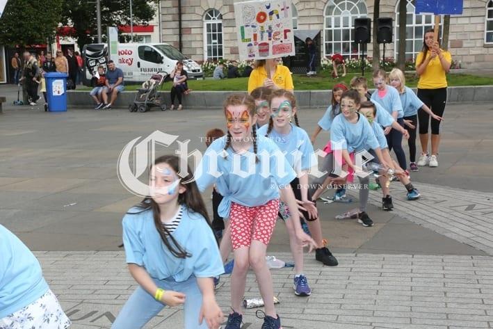 fc87d425-j20-8_8_19-flashmob-4